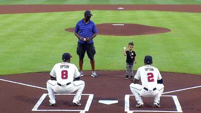 Upton family throws out first pitches for Braves