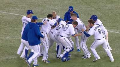 Blue Jays win ninth in row on Davis' walk-off