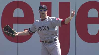 Nava's catch-turned-drop costs Red Sox dearly