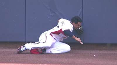 Gomez sprains shoulder in collision with wall