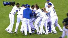 Royals follow Gordon's lead in walk-off victory