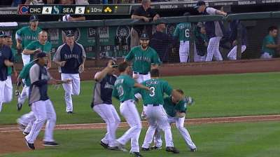 Zunino's walk-off single completes comeback win