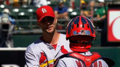 This 1 goes to 11: Wainwright ties for NL wins lead