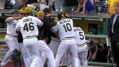 Martin walks off Pirates in 14, extends streak to nine