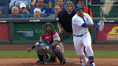 Royals let Perez rest tightness in right leg