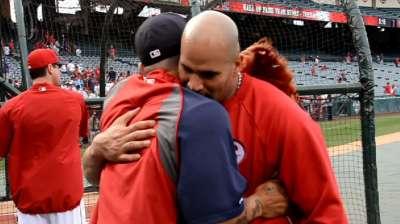 La Russa on hand for Pujols-Cardinals reunion