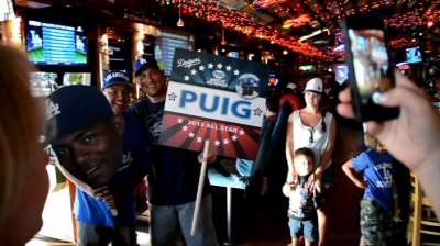 Fans congregate to rally behind Puig for Final Vote