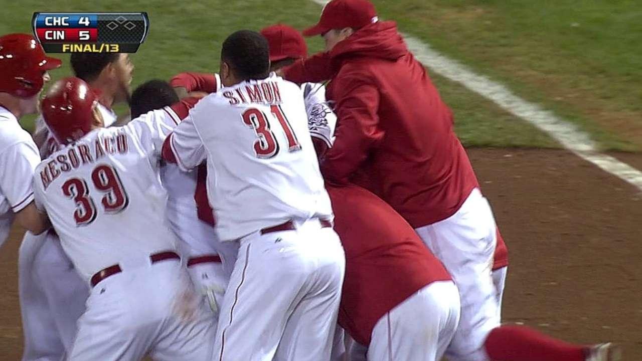 Rojos vencen a Cubs con hit de Izturis en la 13ra