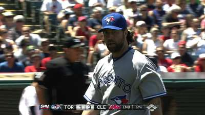 Dickey's hiccup, lack of offense costs Blue Jays