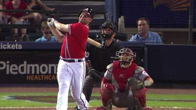 Braves lose Uptons, fall after Medlen's rough outing