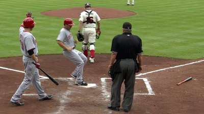 Choo celebrates birthday by extending hitting streak