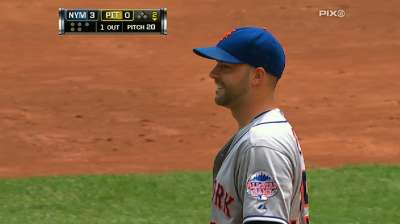Gee makes three-run first stand up for Mets