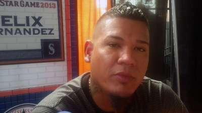 Félix Hernández firme y satisfecho en los Marineros