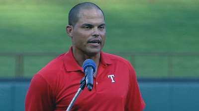 Pudge joins Rangers greats in club Hall of Fame