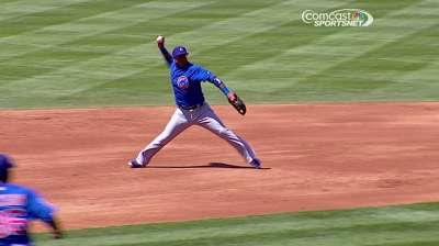 Valbuena adds even more versatility to Cubs' infield