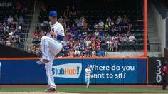Harvey dazzles, Mets flash power to top Phils