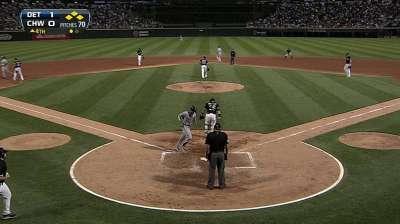 Santiago keeps spirit high during White Sox struggles