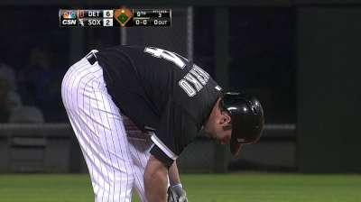 Defensive mistakes again hurt Santiago, White Sox