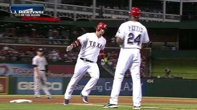 Garza maniató a Yankees en su debut con Rangers