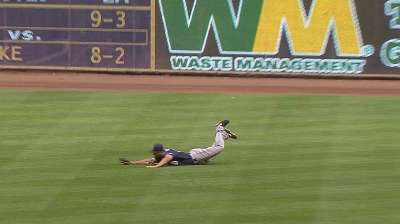 Venable's grab helps Padres outlast Brewers