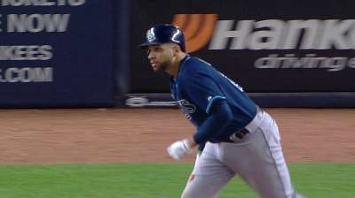 Loney latest in string of free-agent catches for Rays