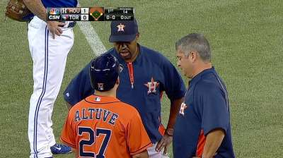 Altuve dealing with tightness in his left quadriceps