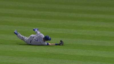 Davis, Royals take pitchers' duel for fifth straight win