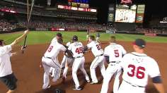 Braves win in 10th on Simmons' walk-off triple