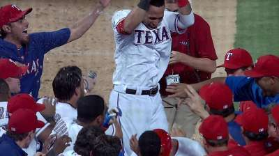 Rangers take 10-inning slugfest on Martin's homer