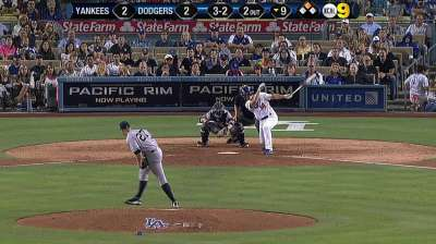 M. Ellis' walk-off hit keeps Dodgers rolling