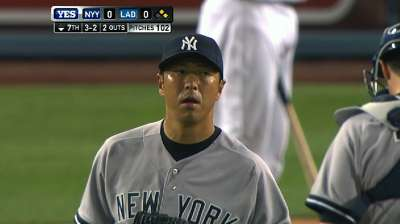 Kuroda's gem tees up Yankees' rally in LA