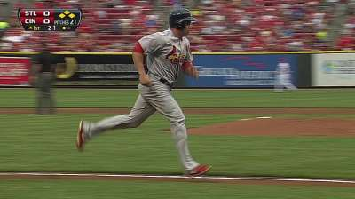Cardinals offense barrels past Reds in rout
