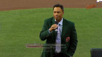 Alomar inducted into Orioles Hall of Fame