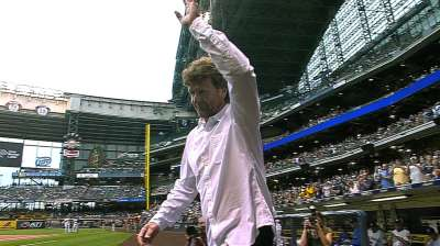 Yount honored by Brewers, reflects on PEDs