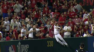 Shuck leaps over wall for amazing catch