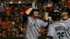 Saunders' monster night launches Mariners to victory