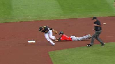 Yelich enjoys unique first stolen base