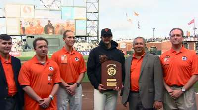 Zito receives Lou Gehrig Award for giving