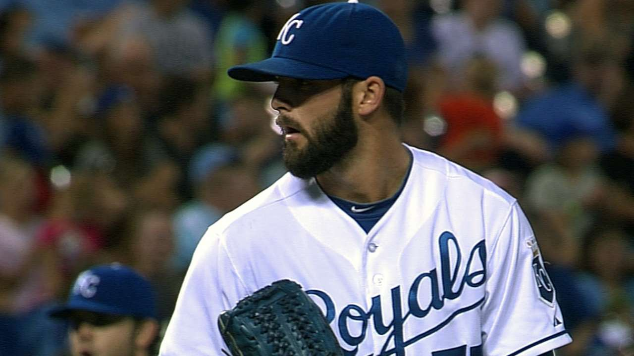 Collins, Royals avoid arbitration with one-year deal