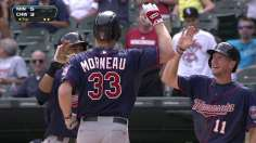Twins win battle of blasts to take Game 1
