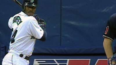 Griffey turns Brewers players into wide-eyed fans