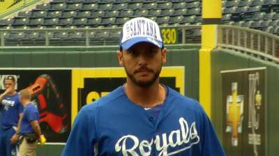 Royals sport fashionable hats in batting practice