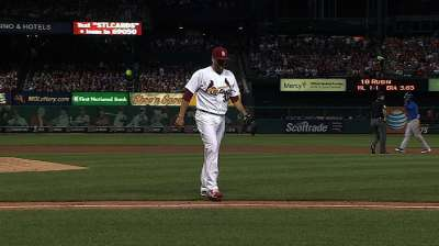 Cards' bats grounded as Cubs take opener