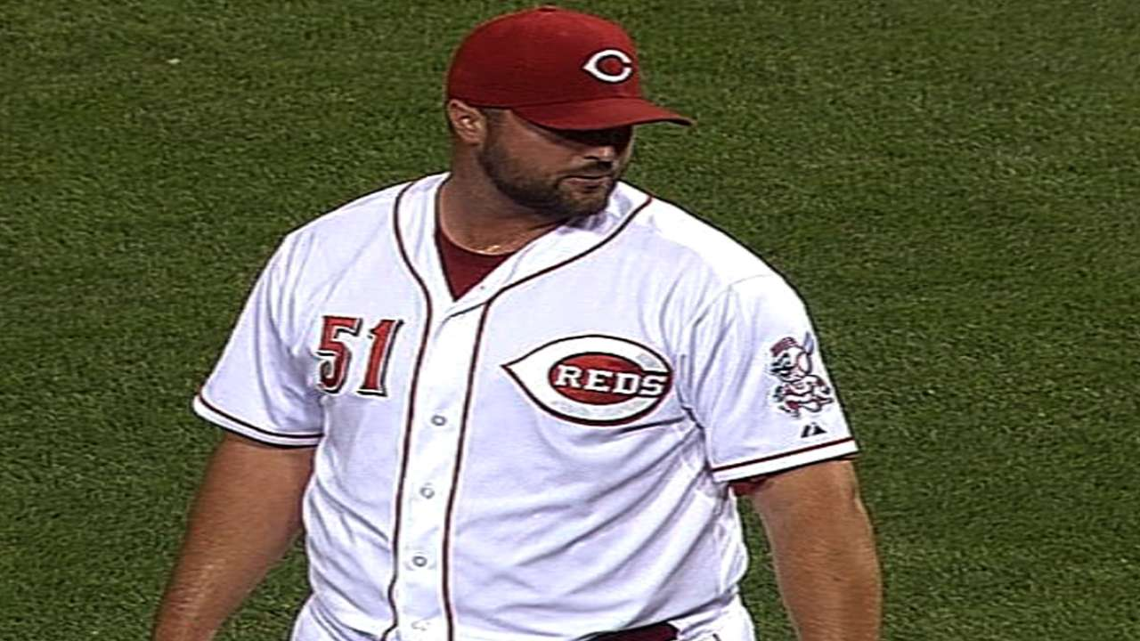 Broxton's rehab moves to Reds camp