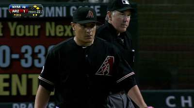D-backs bring back relievers Hernandez, Sipp