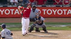 Votto's walk-off sacrifice fly caps Reds' comeback