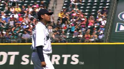 Bow to the King: Felix overwhelms Brewers