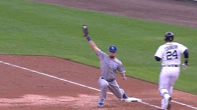 KC opts not to push Moustakas before off-day
