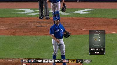 Dickey hangs tough into eighth, but Blue Jays fall