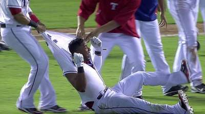 Elvis gives Rangers walk-off win against Astros
